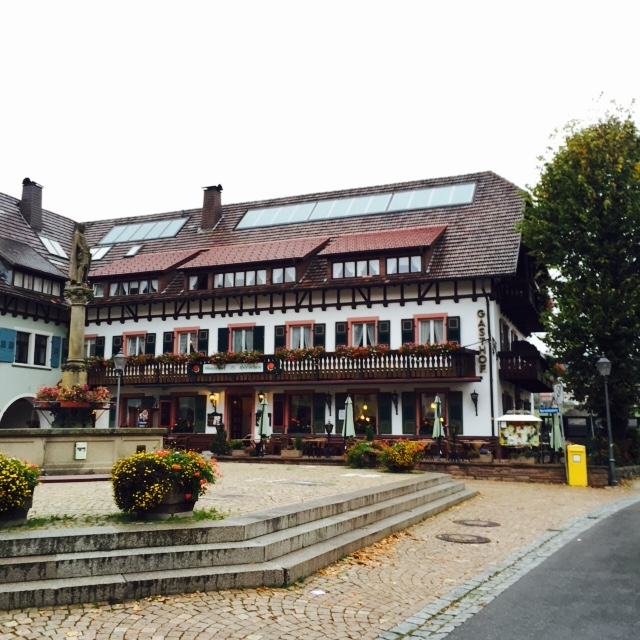 Square with central fountain and traditional German buildings